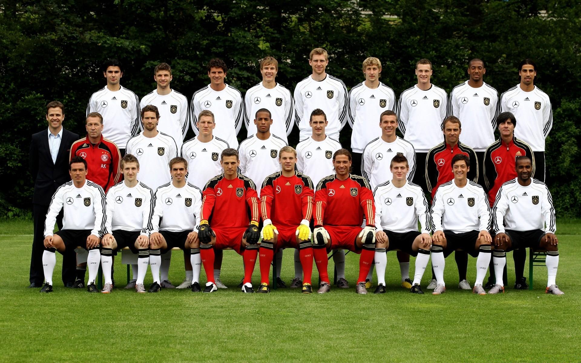 Картинка с надписью персонал-это как футбольная команда