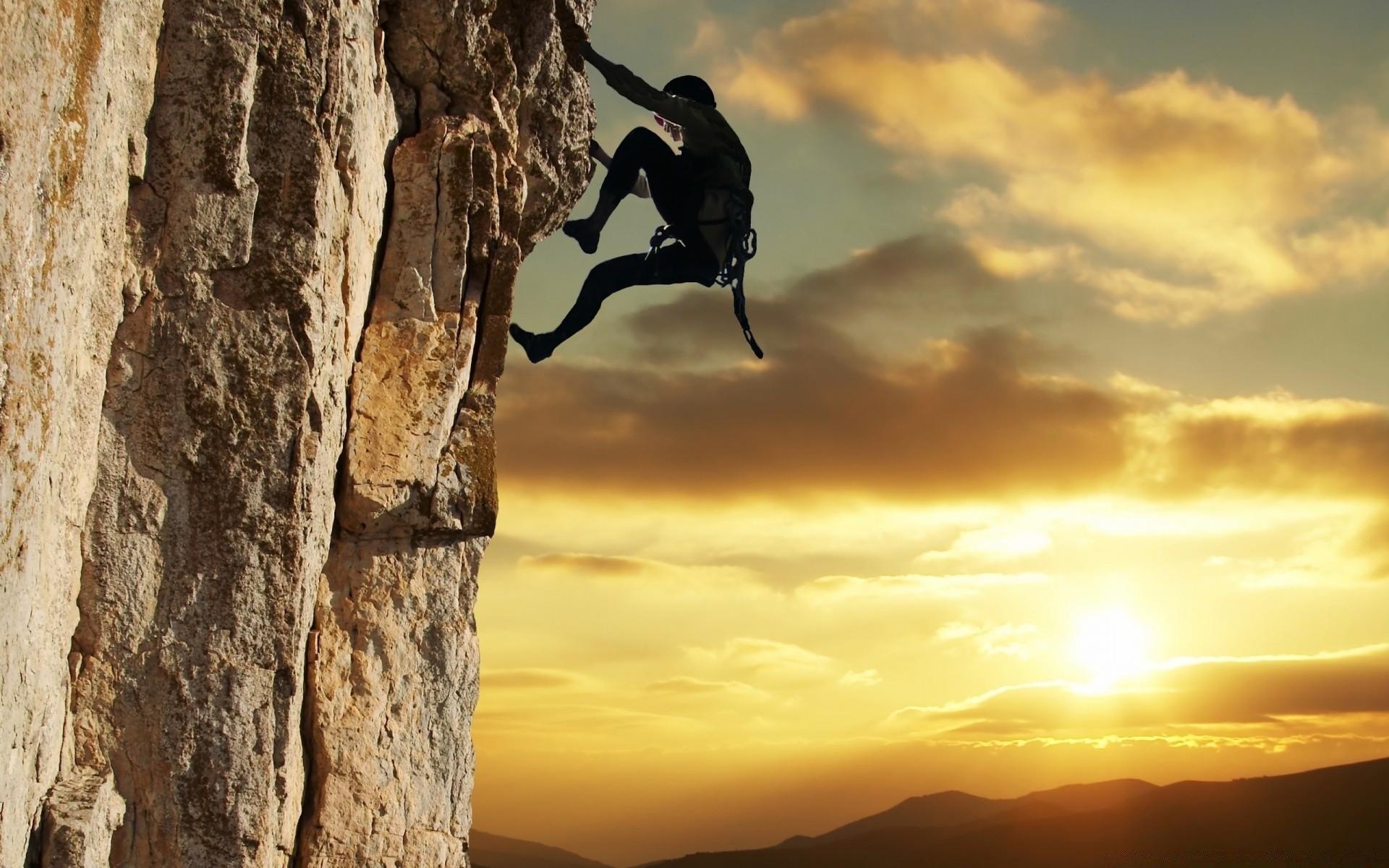 Сон, в котором вы едва не упали, означает, что в реальной жизни вам нужно крепче стать на ноги – вы занимаете довольно шаткое положение.
