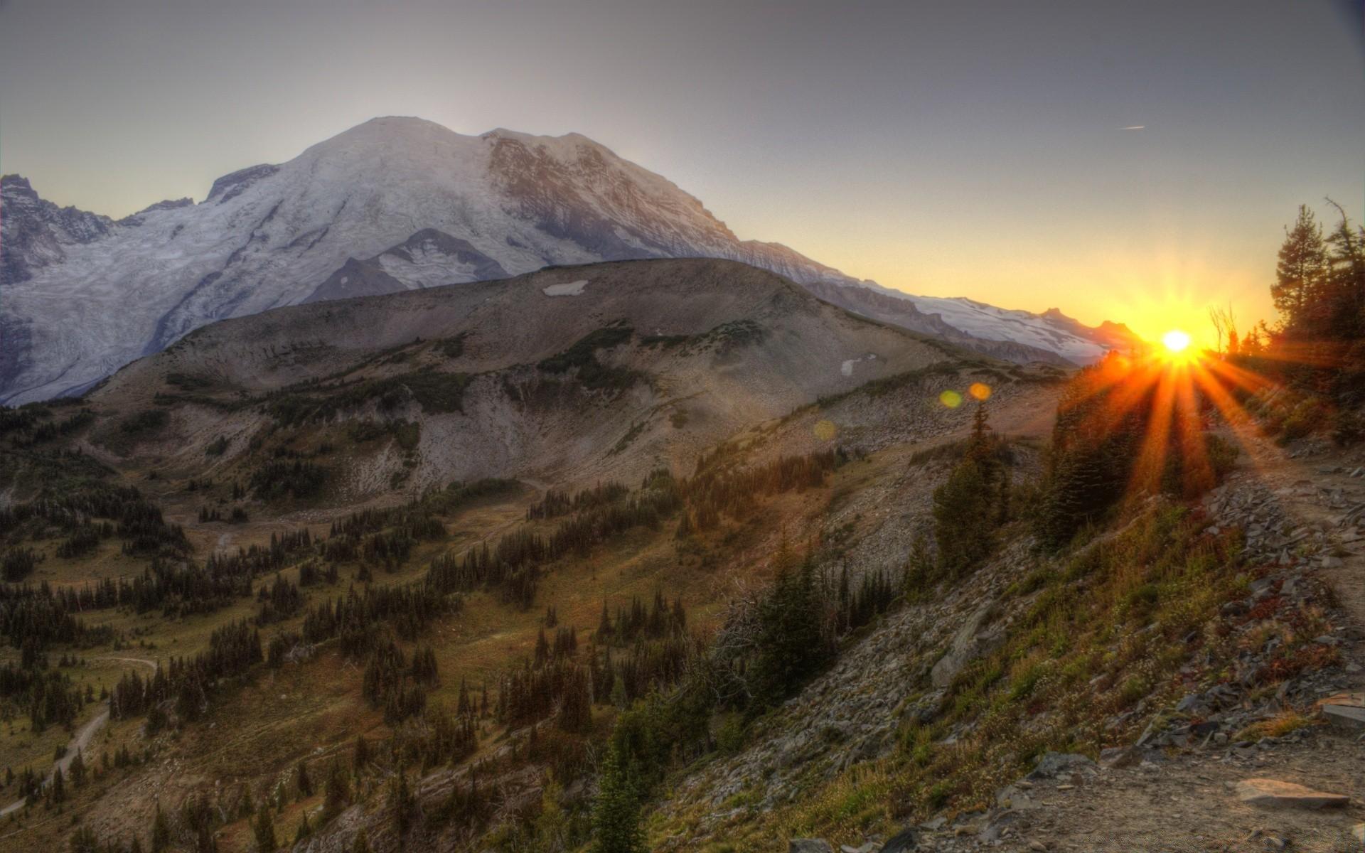 картинка крутые горы на земле украшением