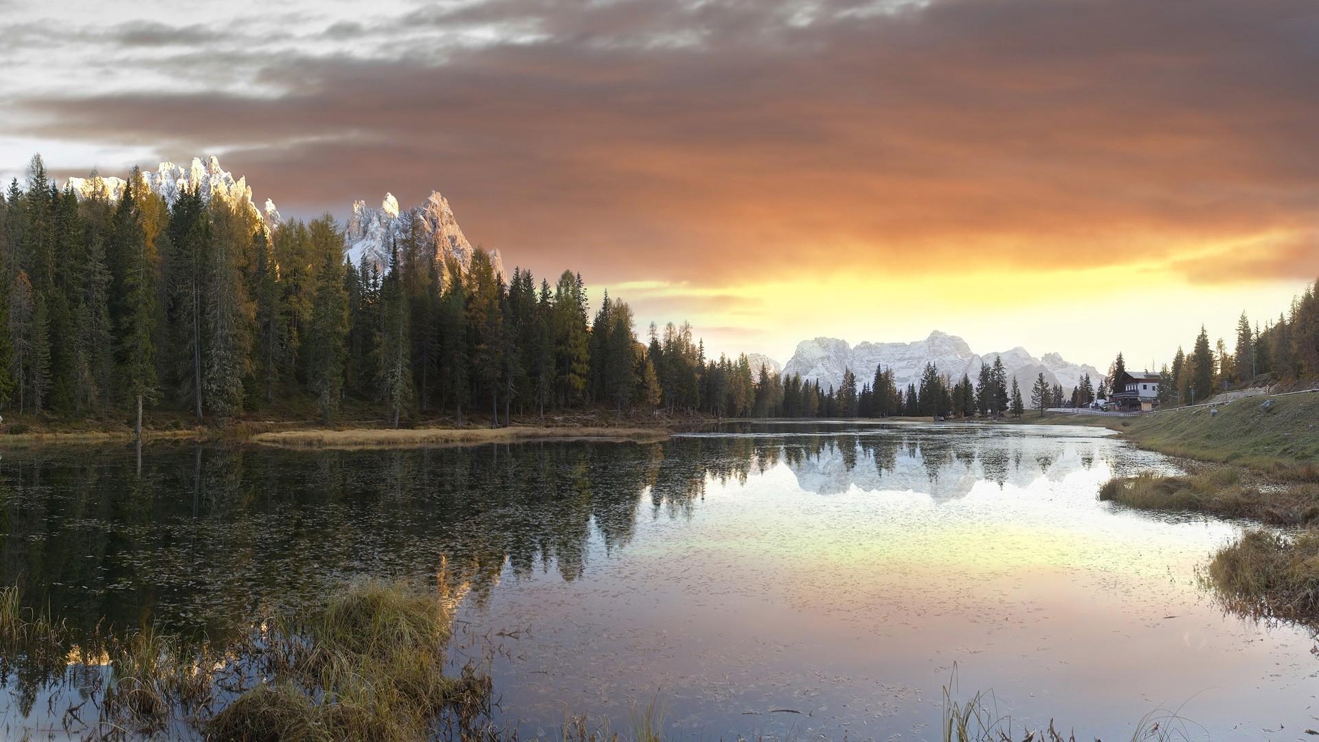 Озеро горное городок рассвет загрузить